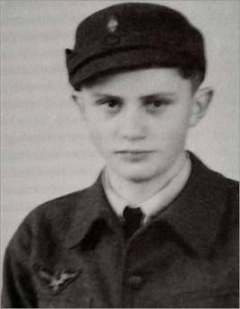 A Hitler Youth joe Ratzinger